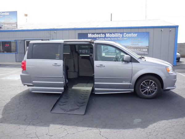 2017 Dodge Grand Caravan SXT Right Door Ramp Exterior
